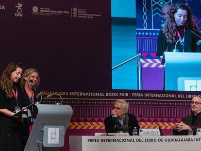 Jimena, hija de Claudio López Lamadrid, agradece el homenaje póstumo que la Feria del Libro de Guadalajara (México) tributó a su padre el 2 de diciembre.