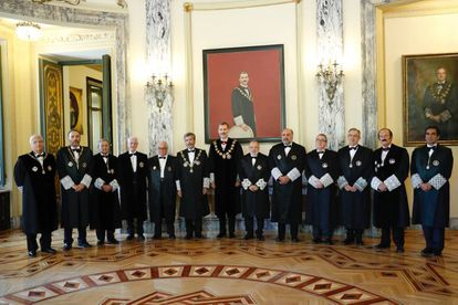 Felipe VI preside el pasado año el acto solemne de apertura del año judicial en la sede del Tribunal Supremo, junto con los 12 miembros de la junta de gobierno.