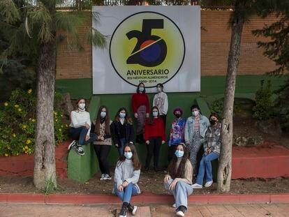 Once de las 12 alumnas del IES Néstor Almendros que han iniciado una campaña en redes en defensa de la asignatura de Griego.