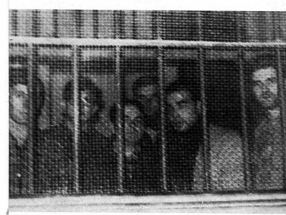 """Seis de los activistas de ETA condenados a muerte después del veredicto en el histórico """"Proceso de Burgos""""."""