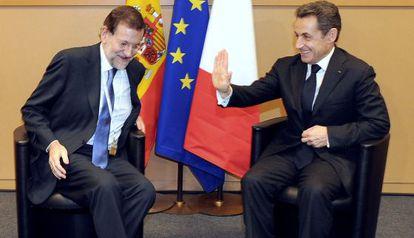 Rajoy posa junto a Sarkozy tras su reunión.