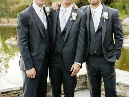Cody (izq.), Caleb y Paul (el actor), los hermanos Walker, en la boda de Caleb el pasado octubre.