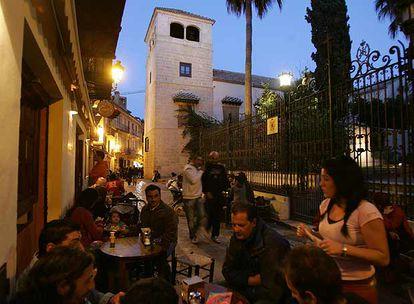 Tapeo en la calle malagueña de San Agustín, con el Museo Picasso al fondo.