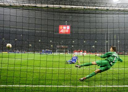 Terry se resbala en la tanda de penalti de la final de la Champions de 2008 en Moscú.