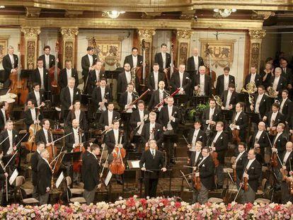 La Orquesta Filarmónica de Viena, dirigida por Riccardo Muti, durante el Concierto de Año Nuevo.