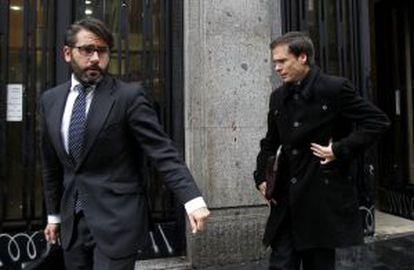 Los abogados de la LFP al salir de los juzgados.