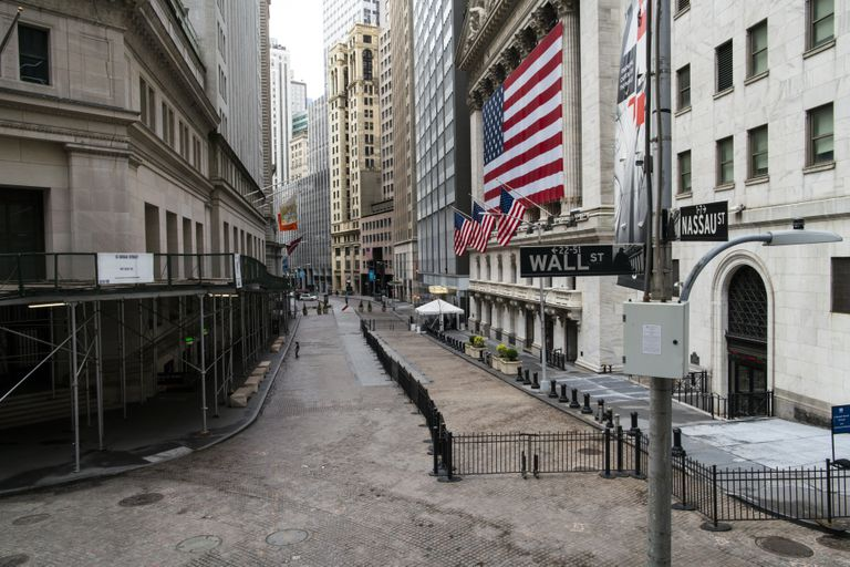 Vista general de la zona de Wall Street,  casi desierta.