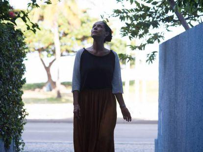 La actriz brasileña Sonia Braga, en una escena de 'Aquarius'.