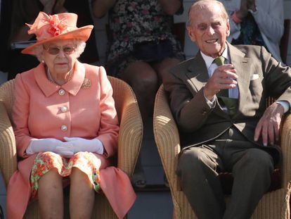 La reina Isabel II y Felipe de Edimburgo, durante un partido de polo el pasado junio, en Inglaterra.