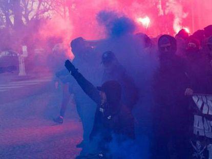 Los ultras del PSG protagonizan altercados en París.