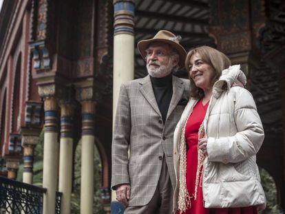 Fernando Luján y Carmen Maura en el rodaje de 'Cuando los hijos regresan'.