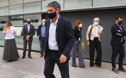 Josep Lluis Trapero, mayor de los Mossos, sale de la comisaria tras conocer la sentencia de absolución.