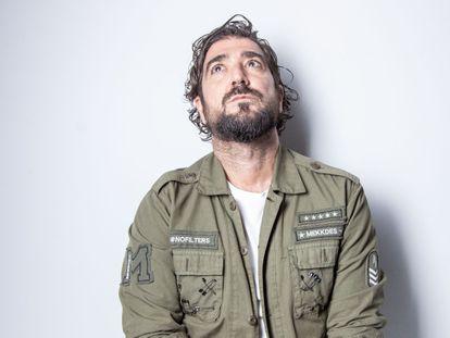 El cantante Antonio Orozco no había publicado ningún disco desde que la vida le pusiera al límite. Reconoce que han sido años de buscarse, encontrarse y empezar de nuevo.