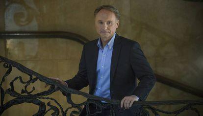 Dan Brown en La Pedrera de Barcelona, donde ambienta parte de su último libro 'Origen'.