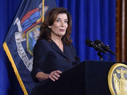 La actual vicegobernadora y próxima gobernadora de Nueva York, Kathy Hochul, durante una comparecencia en el Capitolio estatal en Albany.