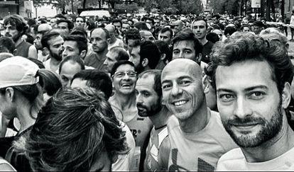 El actor Peter Vives (en un primer plano) aceptó el reto de perfumes Loewe Sport e ICON para seguir un plan de entrenamiento de Martín Giacchetta (con él, en segundo plano) que la revista ha documentado durante cuatro meses.