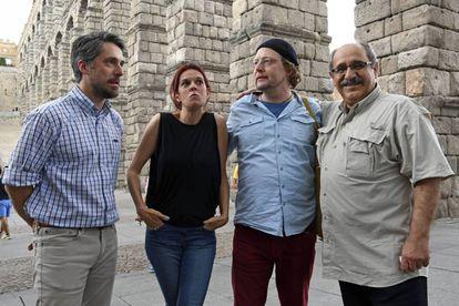 Mónica García Prieto, entre los finalistas del Premio Cirilo Rodríguez, Carlos Franganillo (izquierda), Dogan Tiliç e Ilya U. Topper, en Segovia.