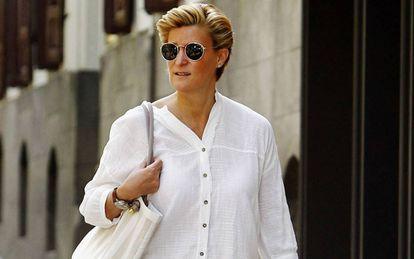 María Zurita pasea por Madrid tras su maternidad prematura.
