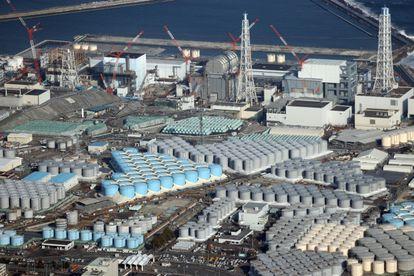 Tanques con agua radiactiva en la planta de nuclear de Fukushima (Japón), en febrero.