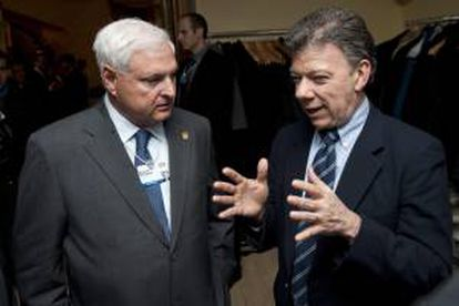 En la imagen, el presidente de Colombia, Juan Manuel Santos (d), y el presidente de Panamá, Ricardo Martinelli (i). EFE/Archivo