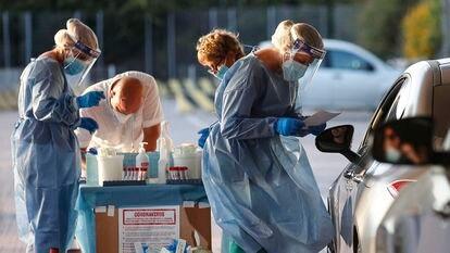 Trabajadores sanitarios en Roma, este sábado.