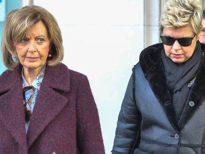 María Teresa Campos y su hija Terelu, por las calles de Madrid el pasado diciembre.