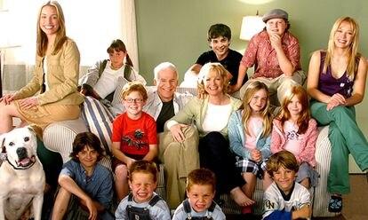 Protagonistas de la película 'Doce en casa'.