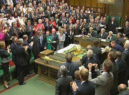 Los miembros de la Cámara de los Comunes despiden en pie a Tony Blair.