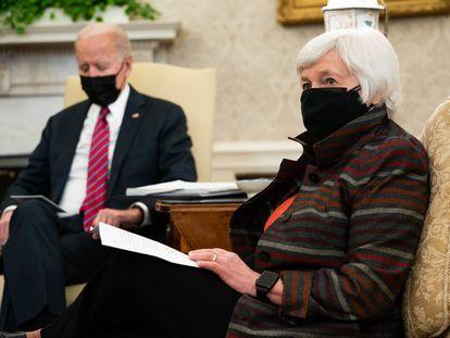 El presidente de EE UU, Joe Biden, y la Secretaria del Tesoro, Janet Yellen, en la Casa Blanca el pasado 29 de enero.