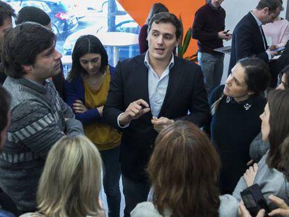 Albert Rivera conversa con periodistas, tras la ejecutiva de Ciudadanos del pasado lunes.