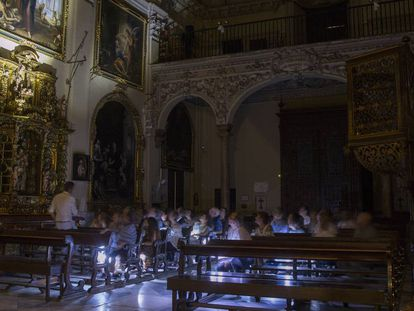 Visita nocturna al Hospital de la Santa Caridad en Sevilla.