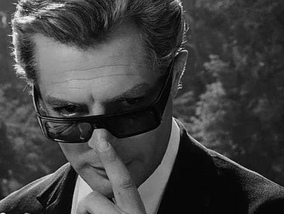 El actor Marcello Mastroianni en la película '8 1/2', del director de cine italiano Federico Fellini. En vídeo, 'Fellini, en 8 películas (y media)'.
