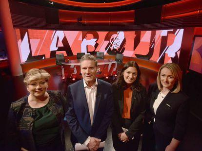 Los candidatos a liderar el Partido Laborista, en un debate el 12 de febrero. Emilie Thornberry, a la izquierda, ya ha sido eliminada de la competición.