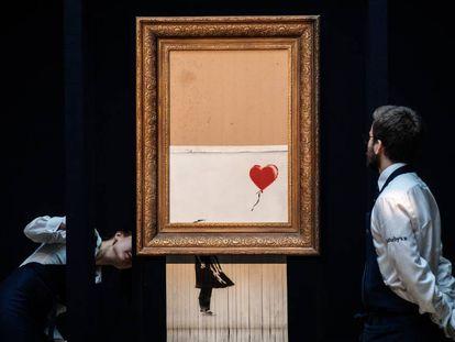 La obra de Banksy 'Girl with Balloon', hecha tiras tras ser subastada en Sotheby's por 1,04 millones de libras (entonces 1,2 millones de euros) en 2018.