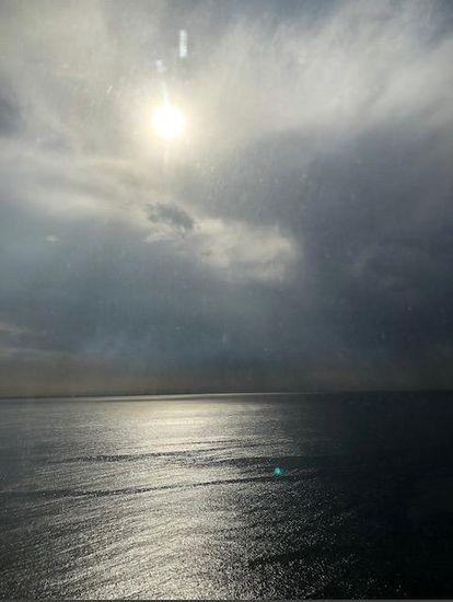 Puesta de sol sobre el mar Rojo que la princesa Basmah envió a una amiga.