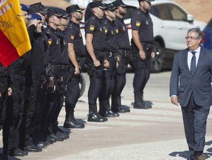 Juan Ignacio Zoido a su llegada al acto de imposición de medallas policiales.