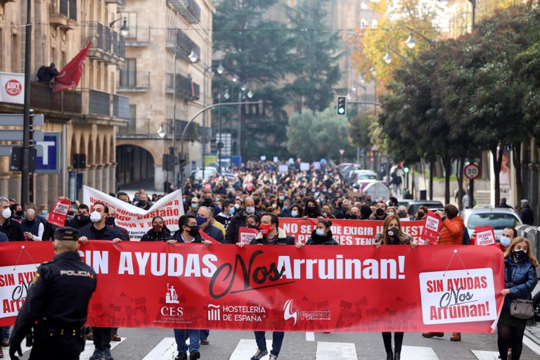 Mass protest of hoteliers to demand aid from the Government, this Thursday in Salamanca.