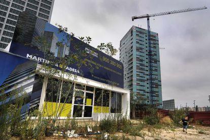 Oficinas de venta de los apartamentos de las Torres Europa en L'Hospitalet, abandonadas trás la quiebra de Martinsa-Fadesa.