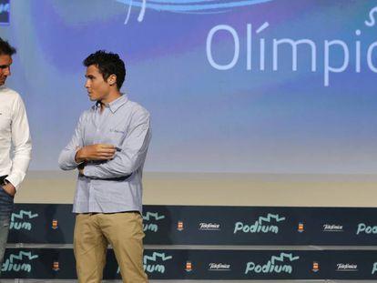 Nadal, a la izquierda, en diálogo con Gómez Noya, el martes, en Madrid.