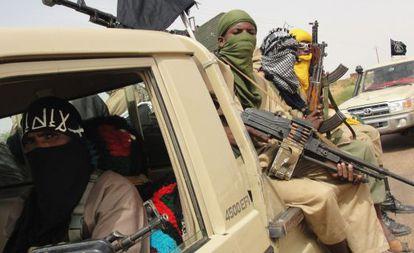 Combatientes del grupo islamista Ansar Dine en Kidal, el 7 de agosto.