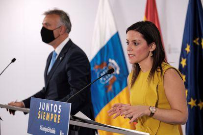 La consejera de Turismo, Industria y Comercio del Gobierno de Canarias, Yaiza Castilla, y el presidente de Canarias, Ángel Víctor Torres.