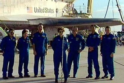 Los tripulantes del <i>Discovery</i>, a su llegada al desierto de California.