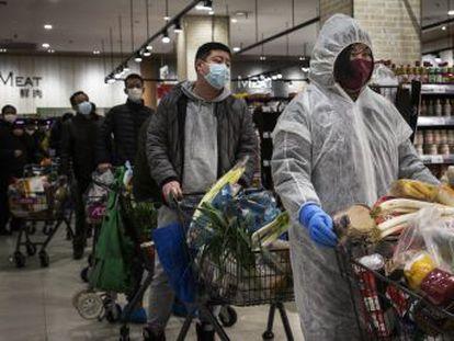 La provincia epicentro del virus registra 242 muertos y 15.000 infectados en un solo día tras aplicar un nuevo criterio en el diagnóstico