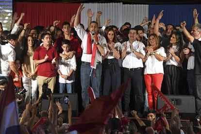 Mario Abdo Benítez celebra su triunfo la noche del domingo.