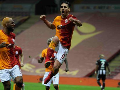 Falcao, con el Galatasaray, celebrando un gol ante el Besiktas el pasado mayo.