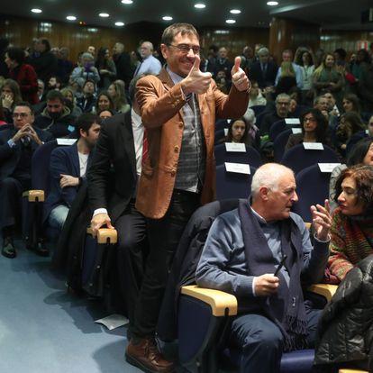 El politólogo y cofundador de Podemos Juan Carlos Monedero asiste a la toma de posesión de Pablo Iglesias.