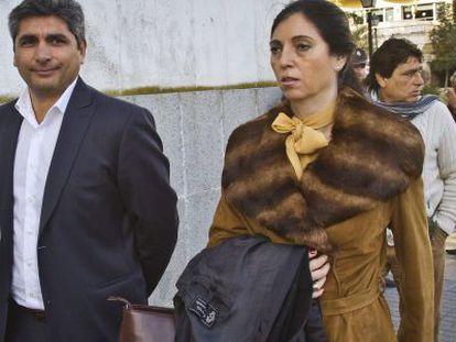 Cortés, a su llegada a la Audiencia de Huelva el martes.