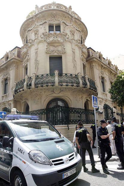 La Guardia Civil en la sede de la SGAE, el 1 de julio.