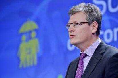 El comisario europeo de Empleo y Asuntos Sociales, Laszlo Andor, comparece durante una rueda de prensa en la sede de la Comisión Europea (CE) en Bruselas (Bélgica), hoy, miércoles 2 de octubre de 2013.