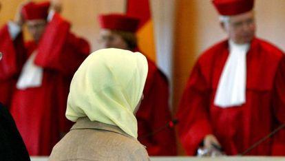 Una profesora musulmana, ante el Constitucional alemán, en 2003.
